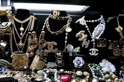 Fashion expo purchases chanel jewelry insane gold black earrings