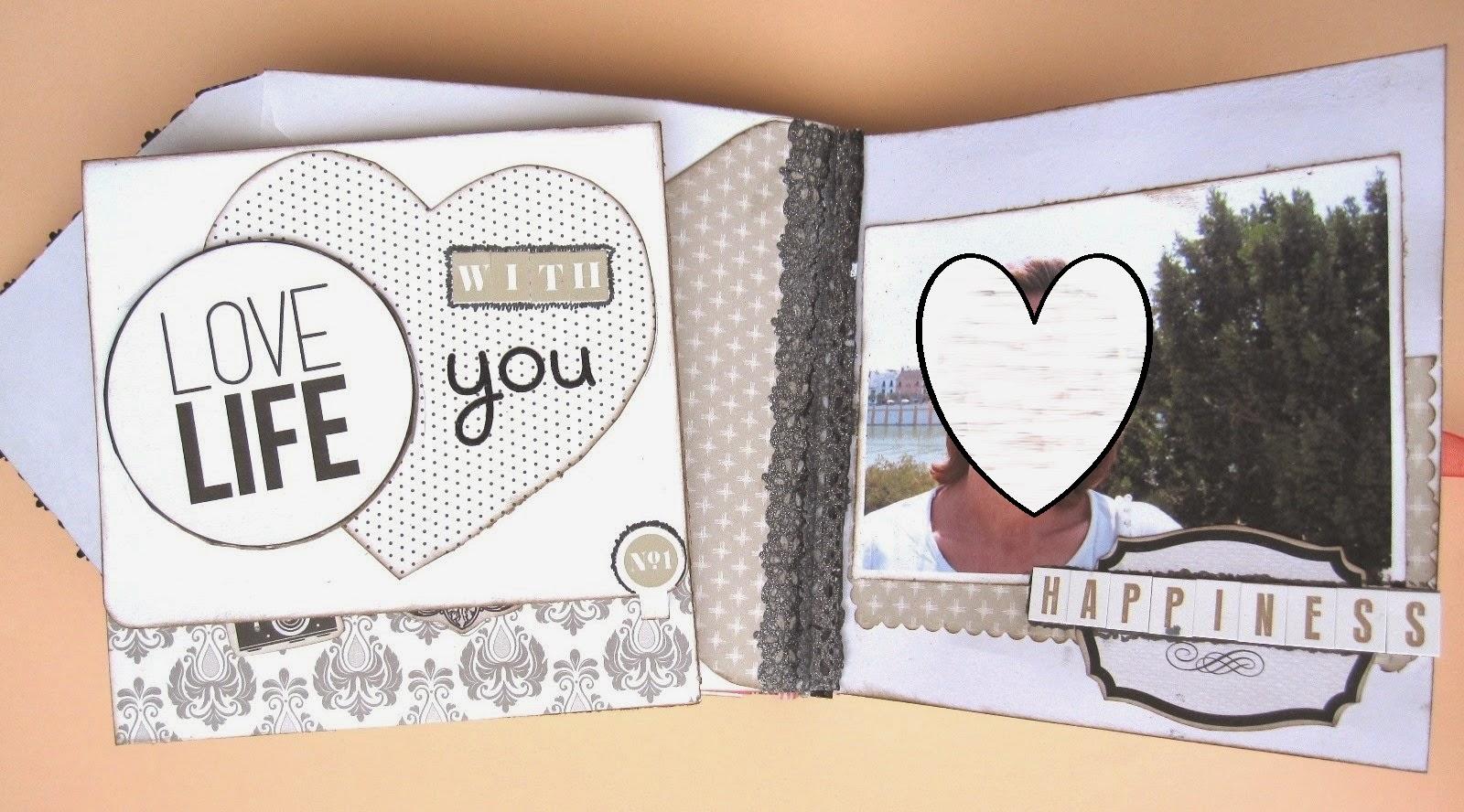 foto 6 decoración interior LOVE mini-álbum a la izquierda tarjeta con mensaje 'Love life with you' sobre mini-álbum abierto y derecha foto sobre mat y palabra 'happiness')