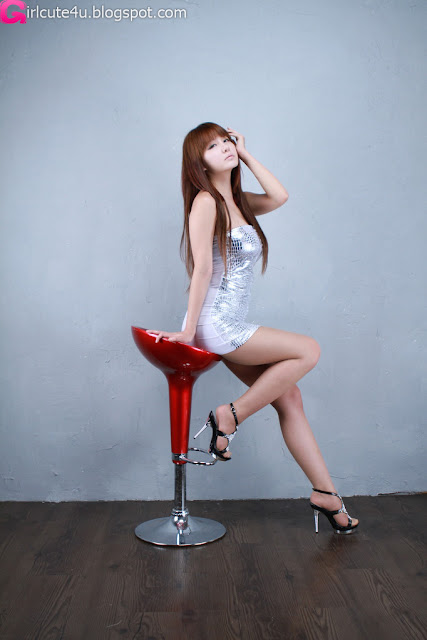 Ryu-Ji-Hye-Silver-Dress-13-very cute asian girl-girlcute4u.blogspot.com
