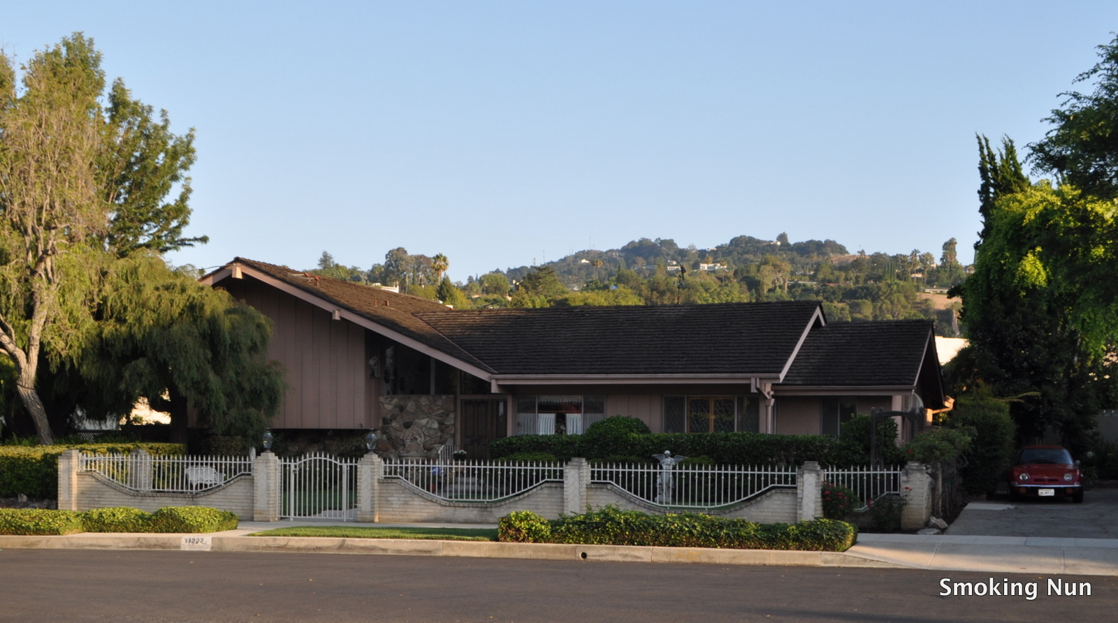The Smoking Nun Los Angeles The Brady Bunch House