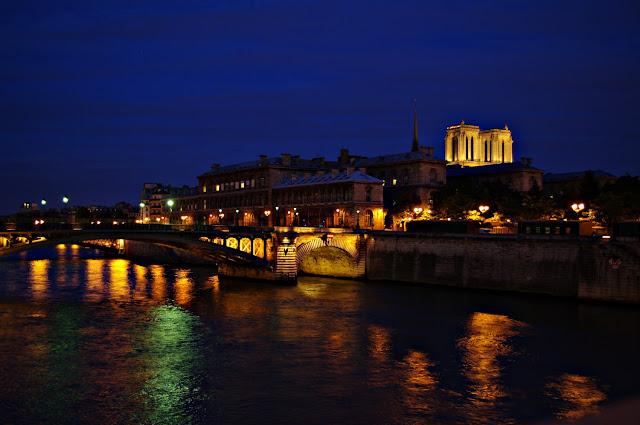 la nuit parisienne image Paris