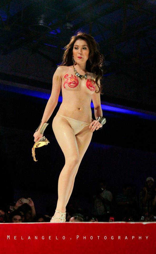 bianca peralta naked in fhm show 01
