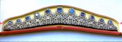 http://2.bp.blogspot.com/-OWEBXs7x9P4/UwKOBjDGsvI/AAAAAAAACVY/rFoyfMwQNOo/s1600/Leuchenberg+Sapphire+Parure+Tiara+(1806)+for+Duchess+Augusta+of+Leuchtenberg+4-3.jpg