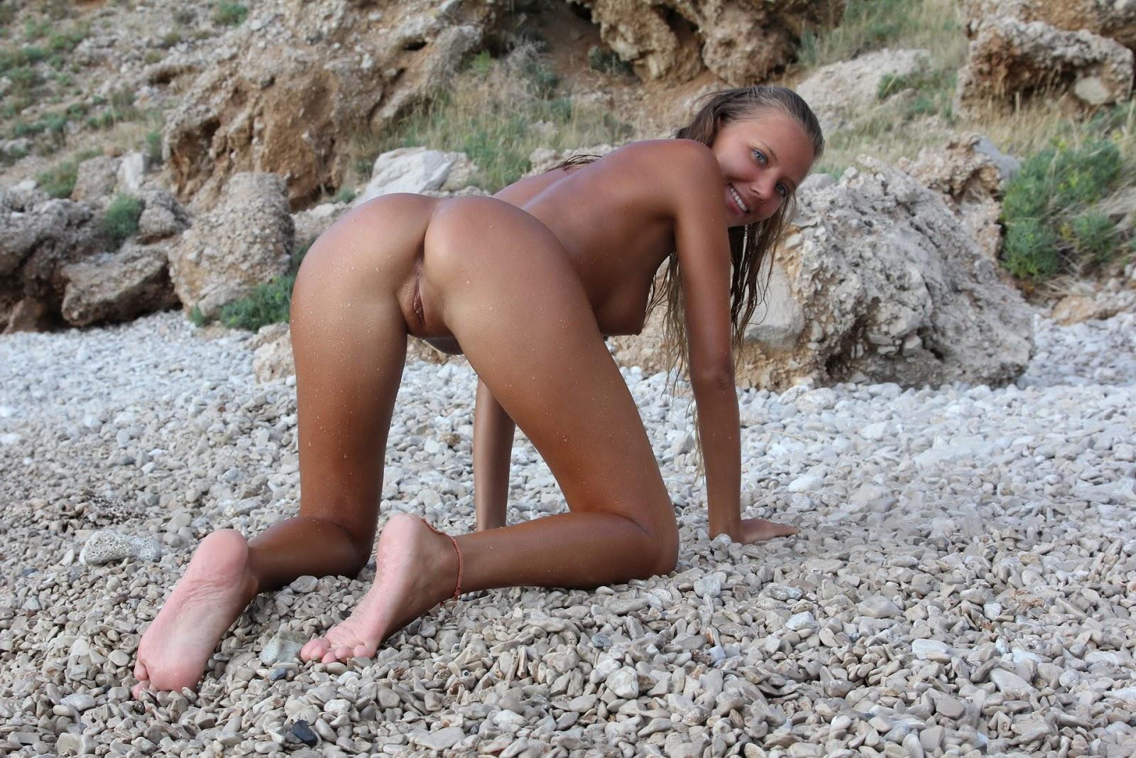 Развлеклась голая на море фото 1 фотография