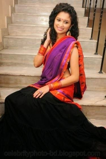 latest+Photo shoot+of+Manochitra+with+a+Hot+Pink+Sari002
