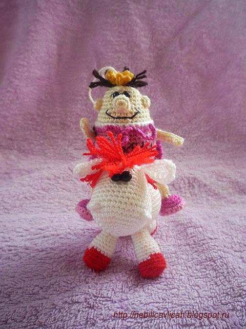 вязанная игрушка крючком принц на белом коне