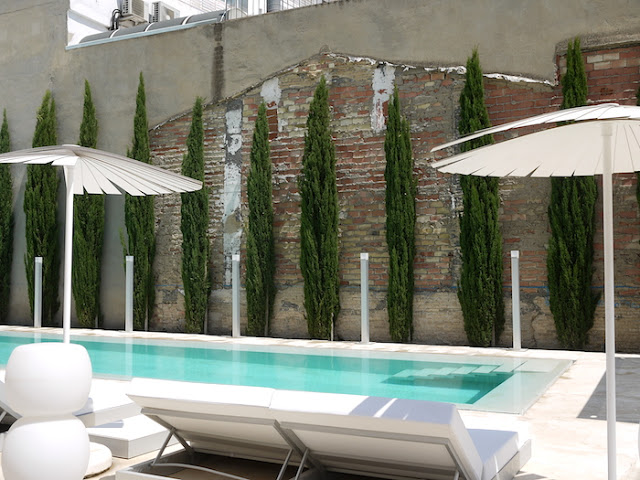 Bloggers tour Spain: testing outdoor furniture (and the pool) at Gandia Blasco