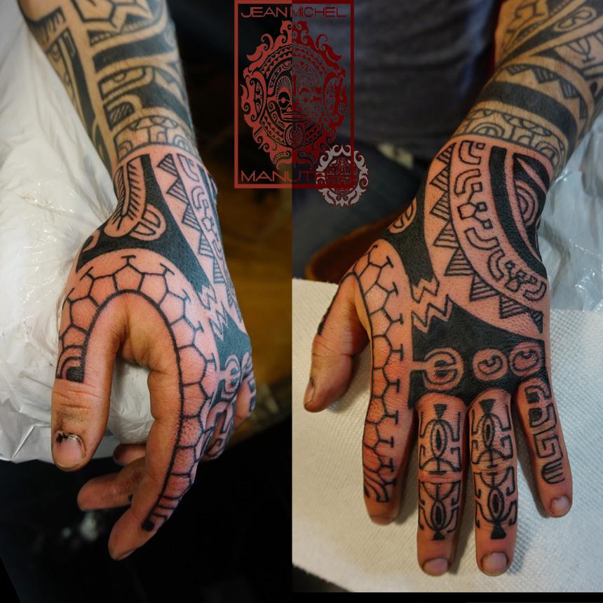 tatouage polynesien polynesian tattoo hand tattoo polynesien. Black Bedroom Furniture Sets. Home Design Ideas