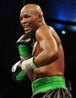 BOXEO-El veterano Hopkins sigue siendo campeón semipesado