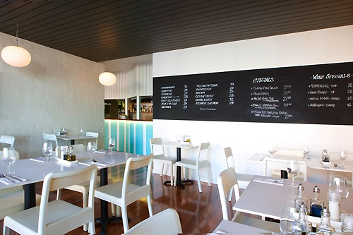 In Design Magz ELEGANT WHITE INTERIOR CAFE DESIGN