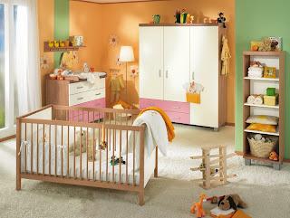 habitación de bebé colorida