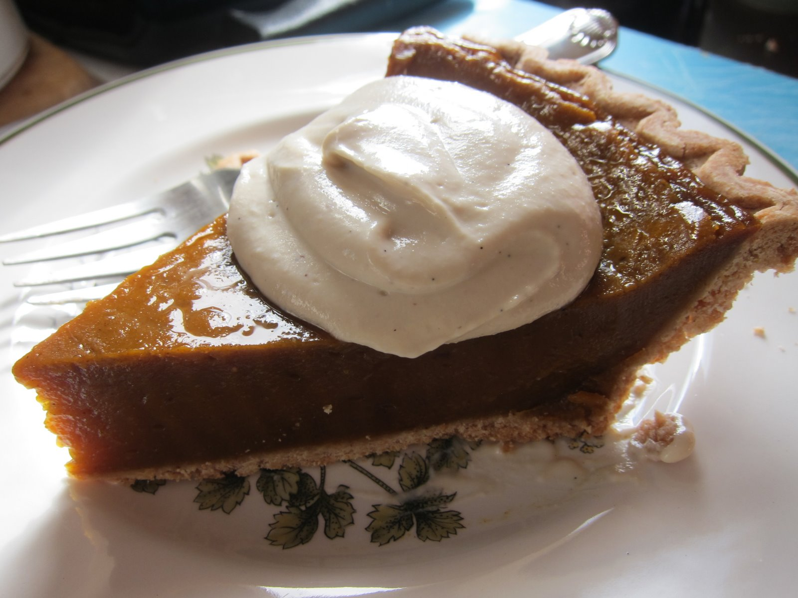 WholeFoodVegan: Thanksgiving Pumpkin Pie with Vanilla Cashew Cream