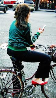 Stéphanie, ou l'art du texto à vélo