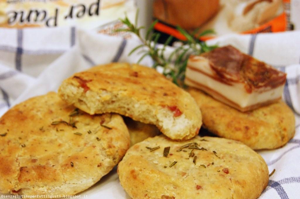 focaccine senza glutine di patate e pancetta al rosmarino; una strepitosa ricetta con i nuovi mix nutrifree!