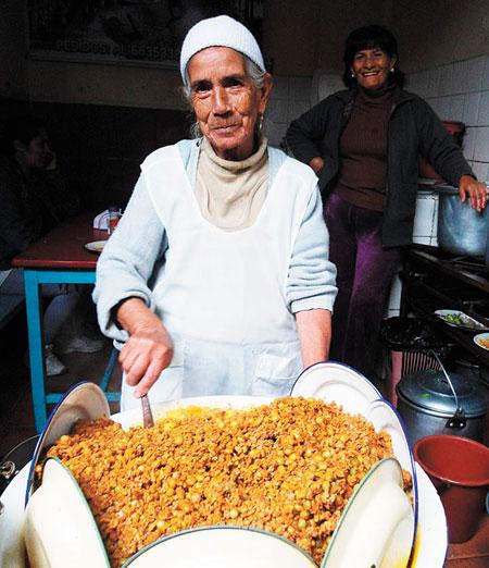 Doña Pastora es la abuelita de los sabores del saice chapaco
