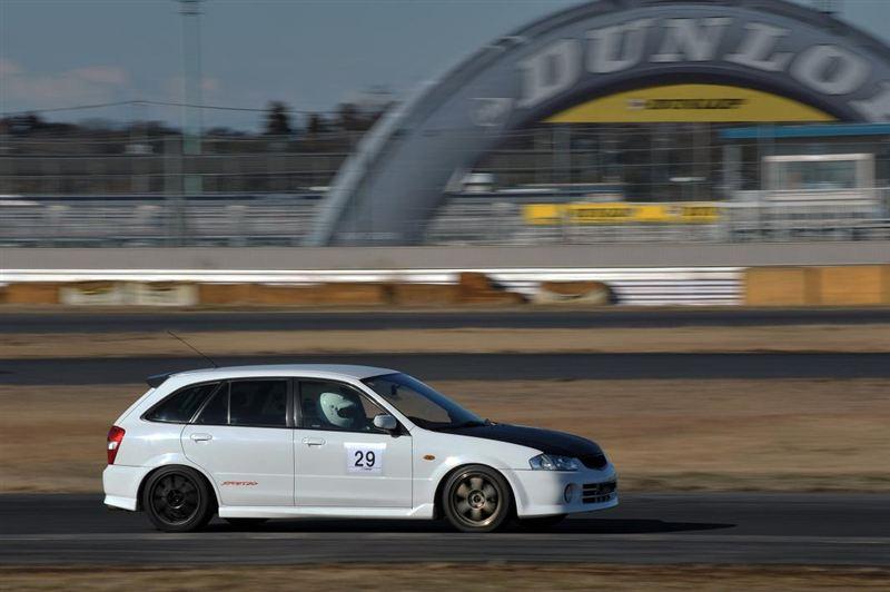 Mazda Familia, 323F, BJ, tor wyścigowy, kombi, hatchback, biały, zdjęcia