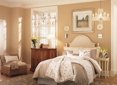 habitación con muebles cremas