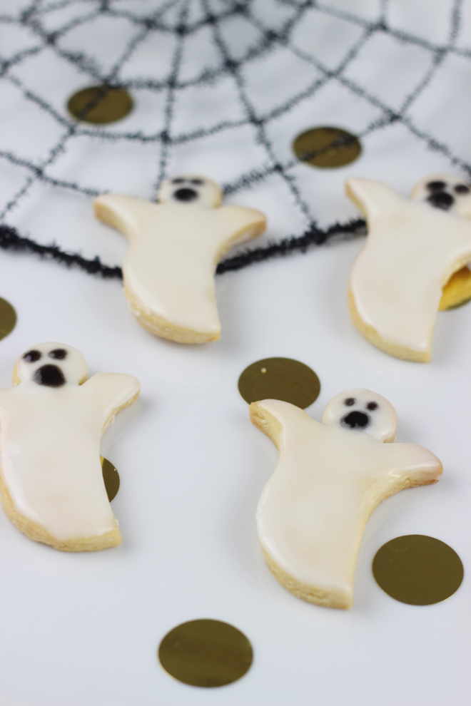Clean Edge Ghost sugar cookies, easy no chilling needed.