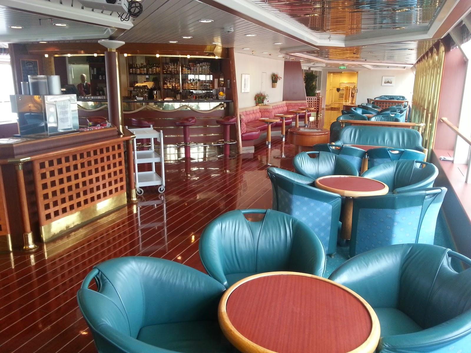 Hurtigruten MS Richard With - Syvstjernen Observation Lounge and Bar