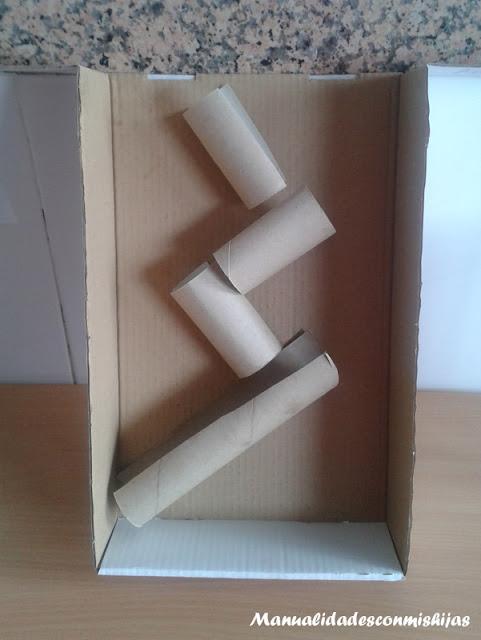 Hacer Del Baño Muy Amarillo:Es muy sencillo de hacer Con una caja de cartón y tubos de papel del