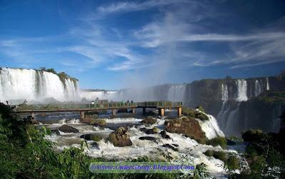 Iguazu Falls , Border on Argentina and Brazil