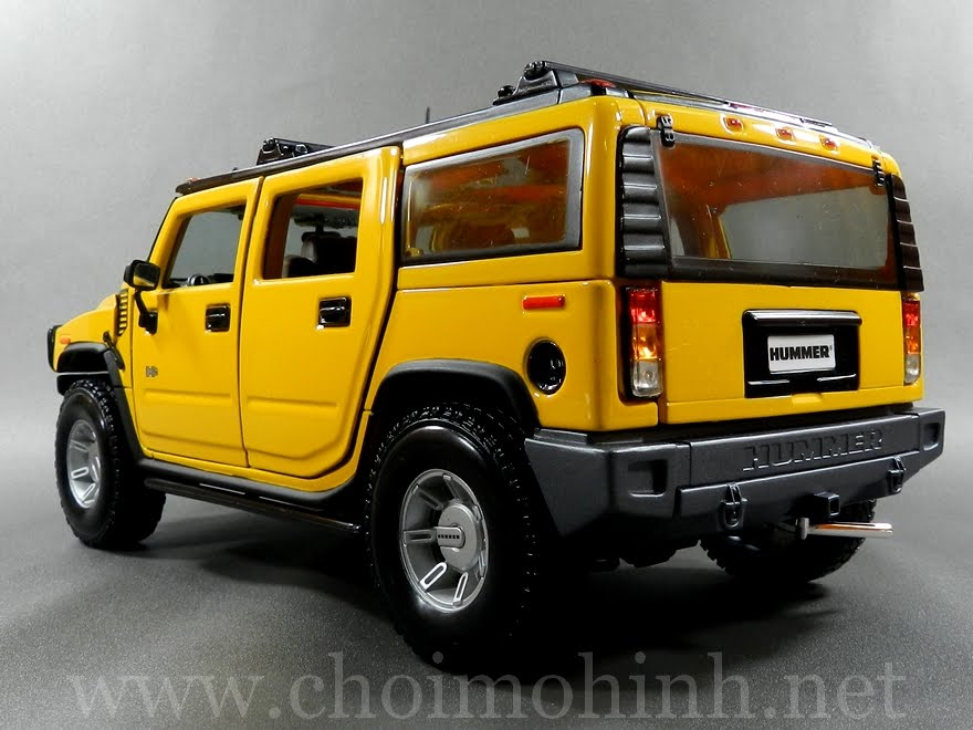 Hummer H2 SUV 1:18 Maisto yellow back