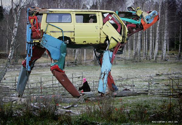 Extra as esculturas de vacas gigantes hechas con piezas for Old vehicle parts