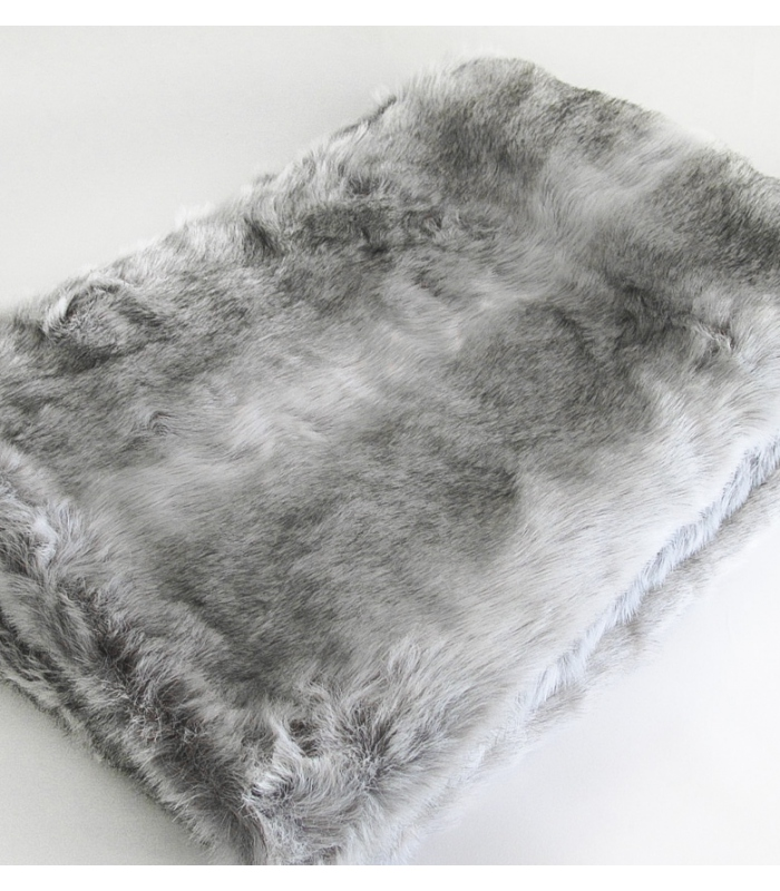 plaid imitation fourrure loup affordable lightbox with dessus de lit fourrure synthtique with. Black Bedroom Furniture Sets. Home Design Ideas