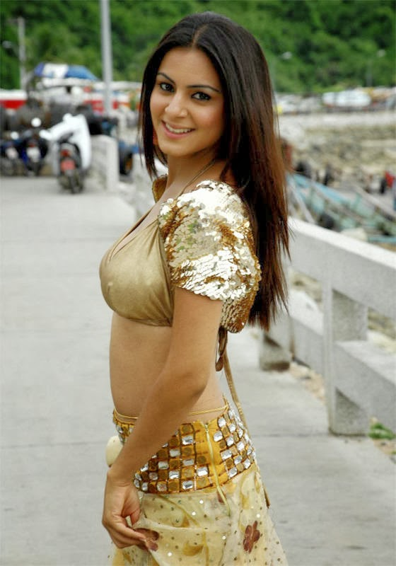 Sharadha Arya - globelensa.blogspot.com