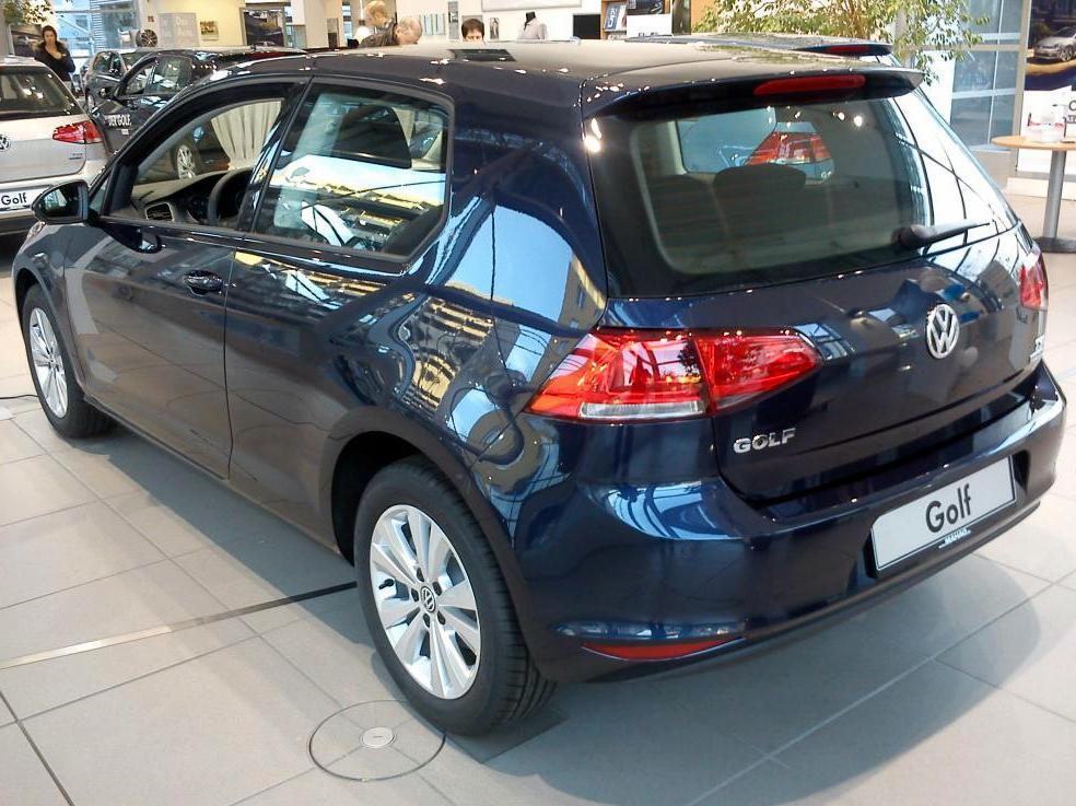 Volkswagen Golf 2013 começa a chegar às concessionárias europeias ...