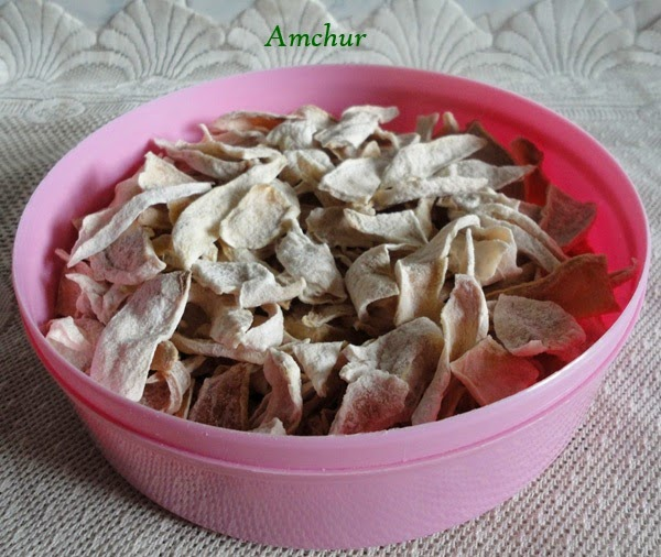 amchur in a container