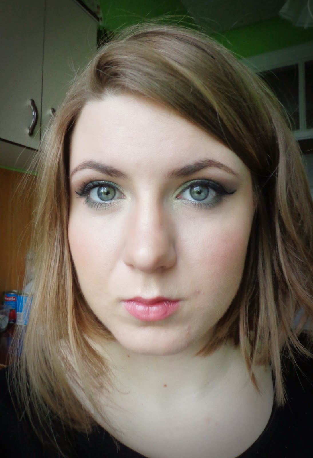 http://ka-em-makeup.blogspot.com/2014/05/makijaz-dzienny-troszke-mocniej.html#more