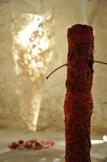 Fragments, 2011 Le Clap, Paraza. Peaux de papier façonnées. Leur texture se développe en flux