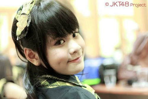 Foto Cantik Delima Rizky JKT48 Memakai Seifuku Heavy Rotation