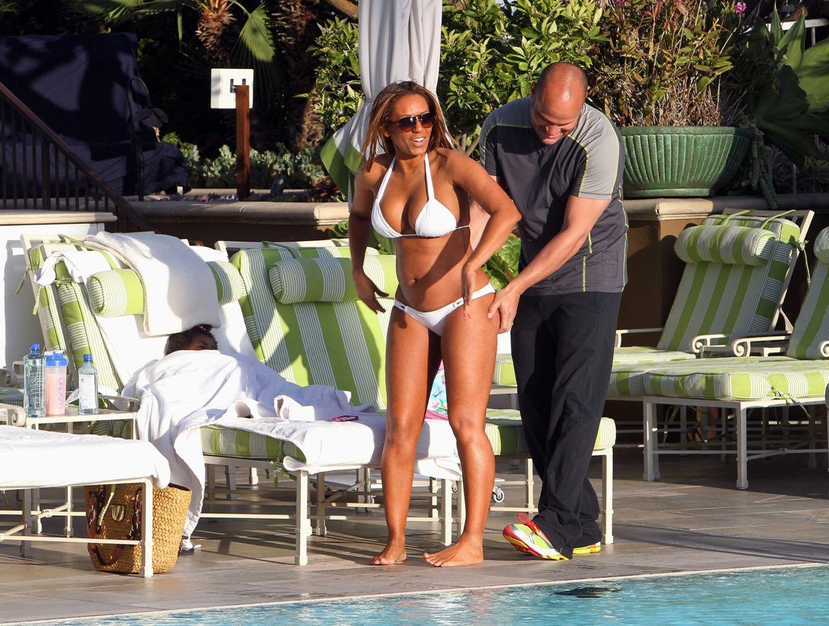 http://2.bp.blogspot.com/-OZP2wQ0N8_8/TaXOHjkE5II/AAAAAAAALXA/-ScYsjVQ7x0/s1600/Melanie-Brown-Pregnant-Bikini-Body-By-The-Poolside-In-LA-06.jpg