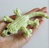 http://translate.google.es/translate?hl=es&sl=en&u=http://drfrankknits.wordpress.com/2014/08/29/free-pattern-fridays-gecko-lizards/&prev=/search%3Fq%3Dhttp://drfrankknits.wordpress.com/2014/08/29/free-pattern-fridays-gecko-lizards/%26safe%3Doff%26biw%3D1429%26bih%3D961
