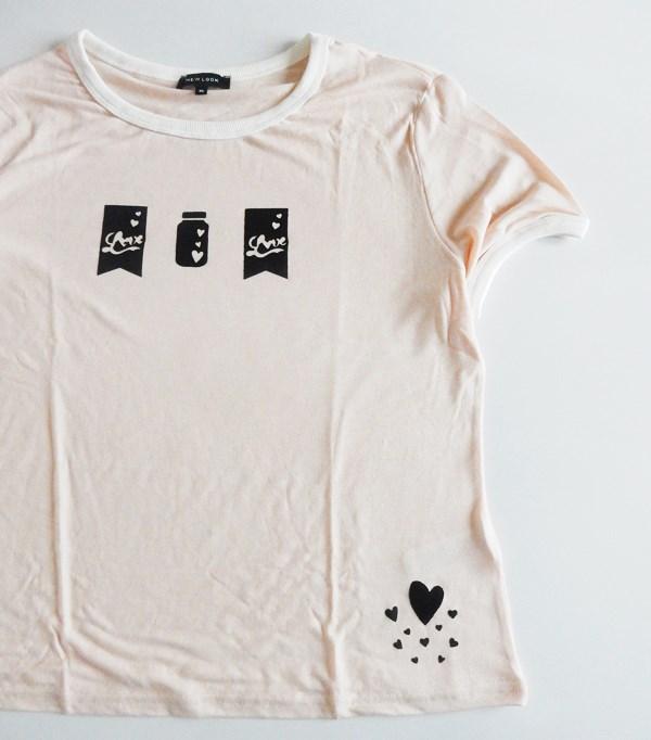 Customiser un t-shirt avec du tissu thermocollant et une machine de coupe