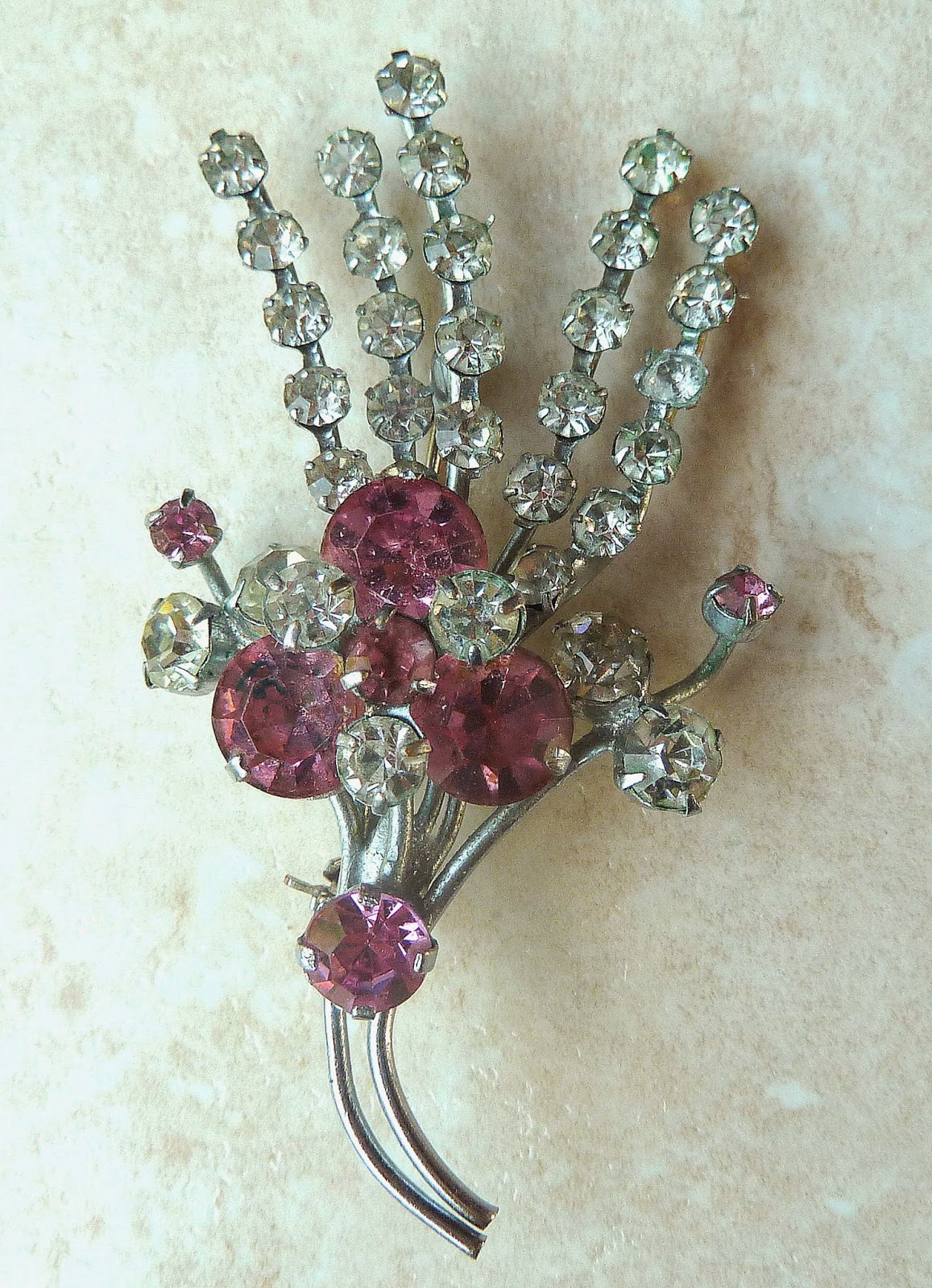 http://www.kcavintagegems.uk/vintage-pink-and-clear-rhinestone-brooch-345-p.asp