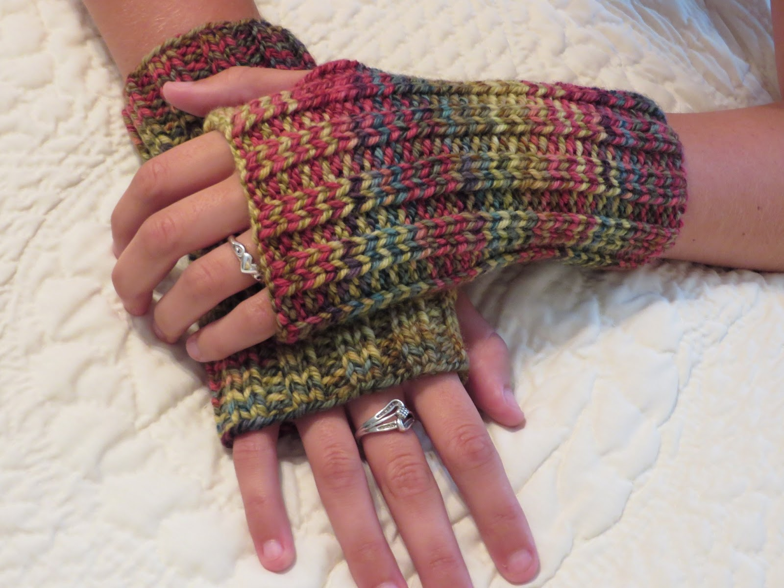 Very Easy Knitting Patterns : Knit It Simple Susan: Very Easy Finger-Less Wristlets