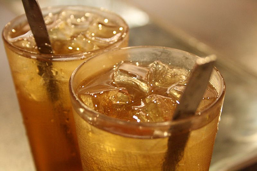 Waspada! Terlalu Banyak Minum Es Teh Tingkatkan Risiko Terkena Batu Ginjal
