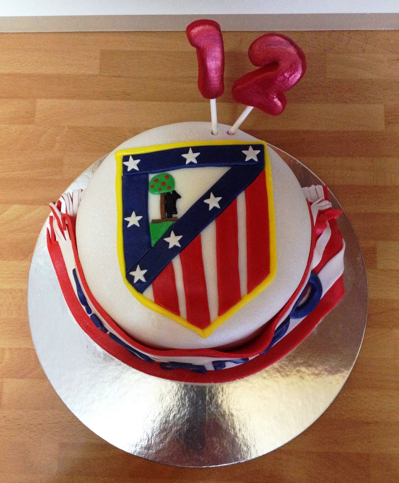 TARTA DECORADA ATLETI; TARTA DECORADA ATLETICO DE MADRID; TARTA FONDANT ATLETICO DE MADRID