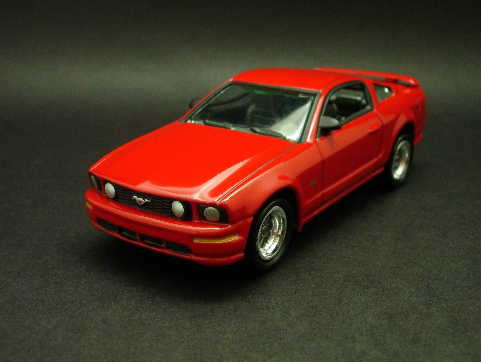 2005 ford mustang gt 1 64 scale diecast from johnny lightning muscle cars box set 2007