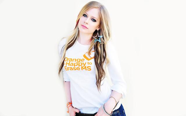 """<img src=""""http://2.bp.blogspot.com/-O_LdRLa85ww/Uf_HAA-EA5I/AAAAAAAADK8/GFvuEb2kw0g/s1600/avril_lavigne_2013-wide.jpg"""" alt=""""Avril Lavigne cute wallpaper"""" />"""