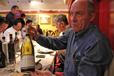 Javier Gila con Bourgogne Blanc Louis Latour 2005. Blog Esteban Capdevila