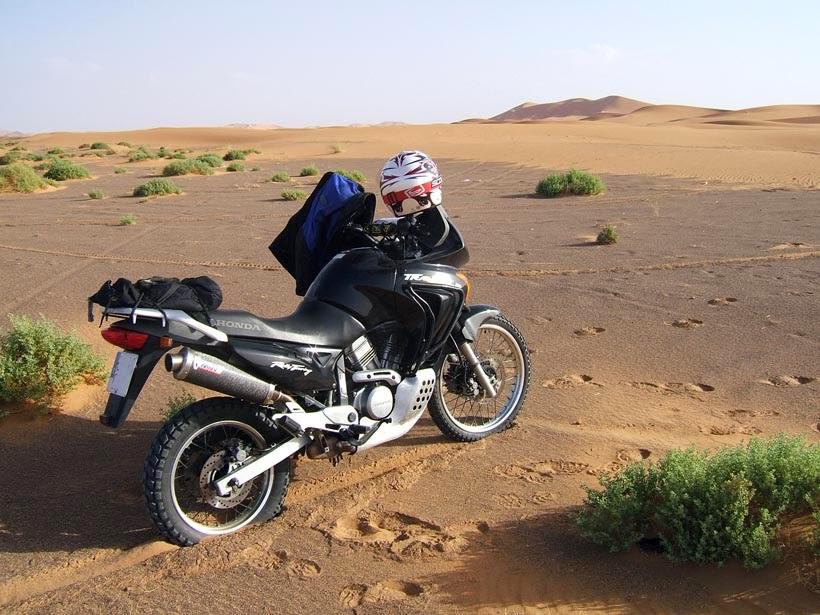 En moto por las dunas