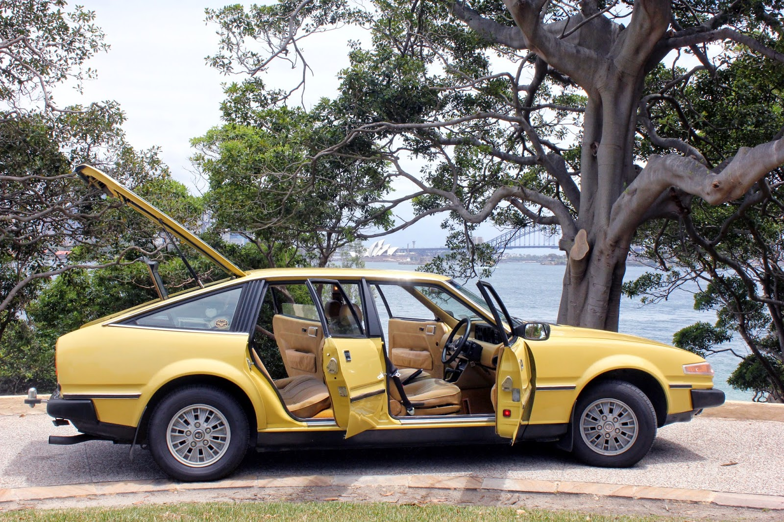 Aussie Old Parked Cars: Rover 3500 SD1 - European Car of the Year 1977