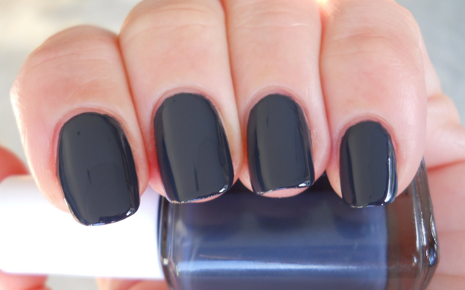 Ali\'s Nail News: Essie Bobbing for Baubles and Lynnderella Shape Shifter