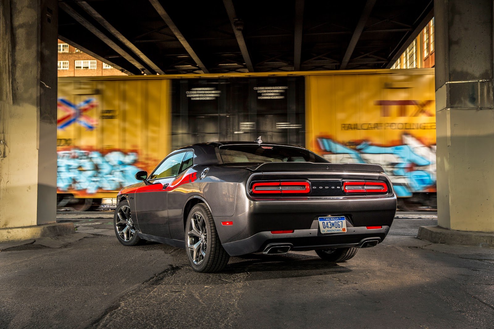 Rear 3/4 view of 2015 Dodge Challenger R/T