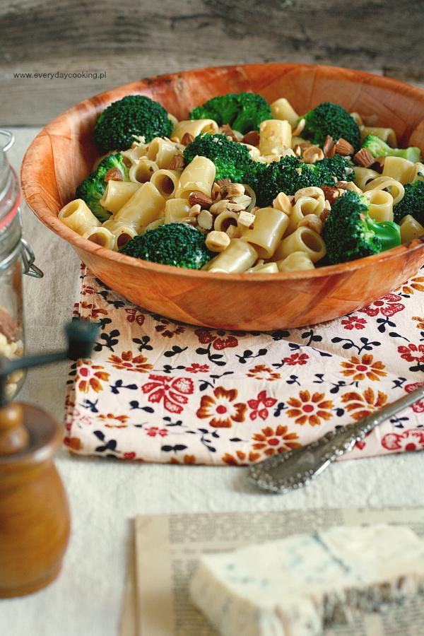 Makaron z brokułem i serem gorgonzola