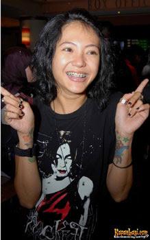 10 Selebritis Wanita Indonesia Yang Bertatto
